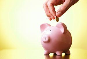 Pink-piggy-bank-hand