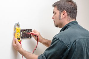 technician-working-on-thermostat